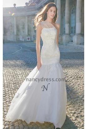 Robe mariage fourreau blanc cassé bretelle unique avec traine